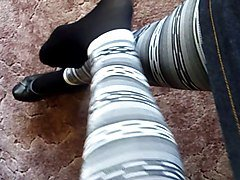 legs and feet in nylons und leggings