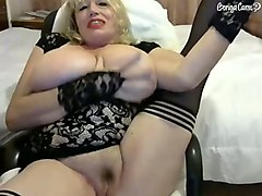 this mature woman is hot and i love the way she plays with her big boobies
