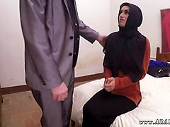 arab slut is ready to give a fine handjob to her man